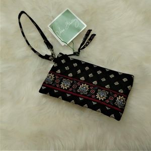 Classic Black Vera Bradley Zippered Wristlet Bag